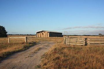 australian-farm-1345729